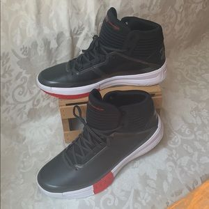 Like new in box Under Armour Lockdown 2 size 13